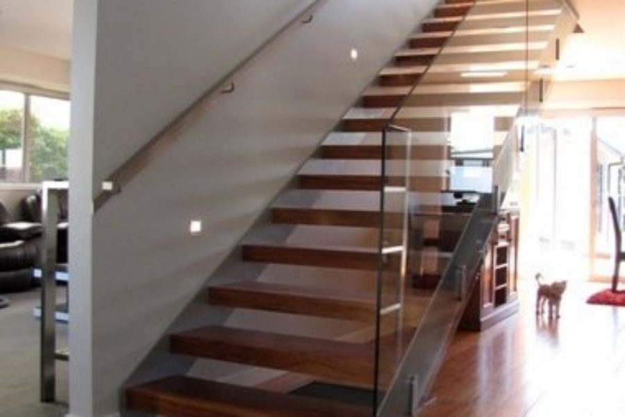 Model 200 – Enclosed tread staircase