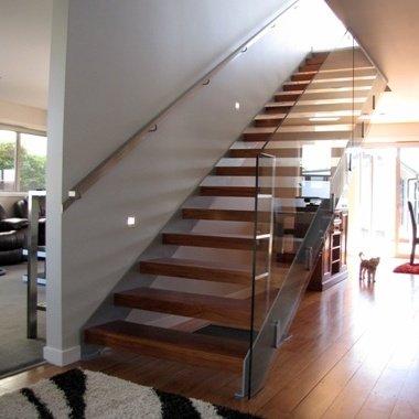 Model 200 – Enclosed Stringer Staircase